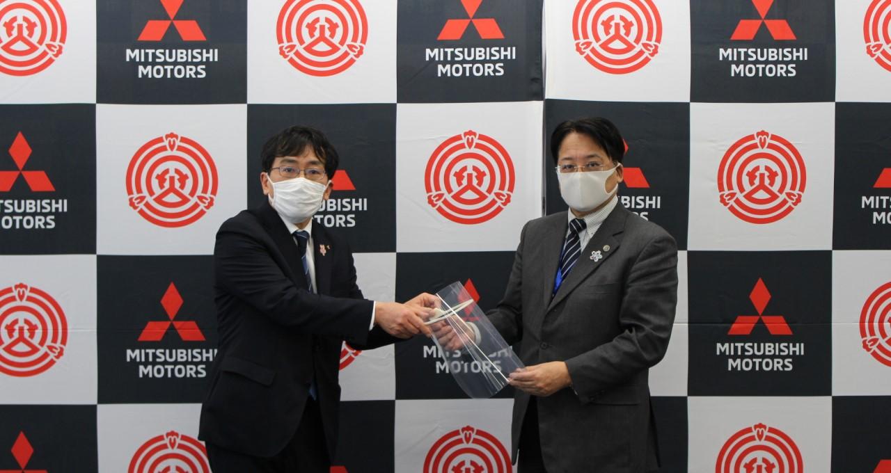 Mitsubishi Motors начала выпуск защитных масок-щитков для лица