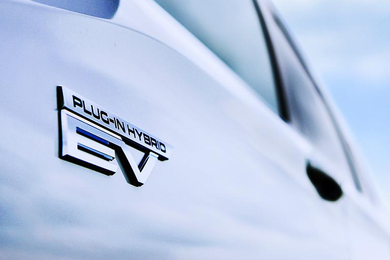 Новый Mitsubishi Outlander PHEV появится в этом финансовом году